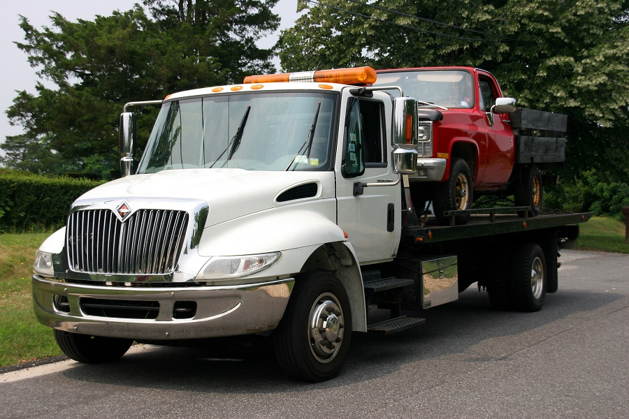 Why You Should Insist On Flatbed Tow Truck